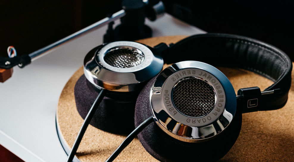 Can you plug headphones into a record player